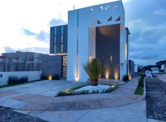 Casa en Venta en Residencial Valle Verde, ubicada en esquina.