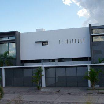 En Venta Hermosa Residencia en Hacienda Real
