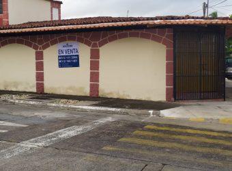 En Venta Amplia Casa en Jardines de la Corregidora