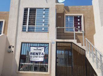 Casa dúplex EN RENTA en Fraccionamiento Cima Serena
